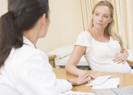 怀孕后,孕妇多观察内裤,若出现3种情况,或许是胎儿发出暗示